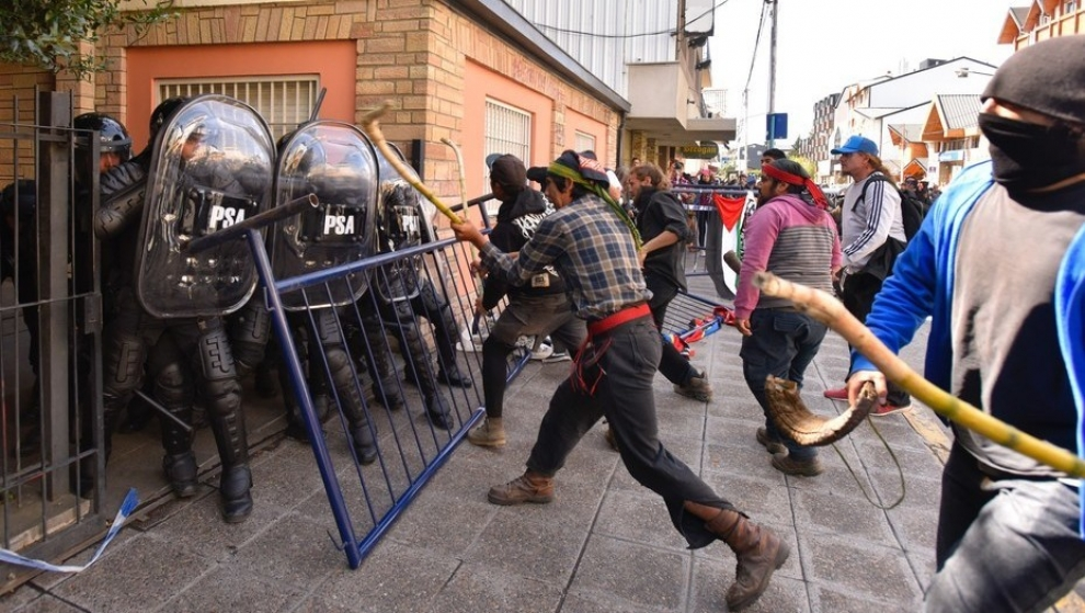 incidentes-tras-la-decisin-de-la-justicia-de-aceptar-la-extradicin-a-chile-de-facundo-jones-huala-2018-03-05