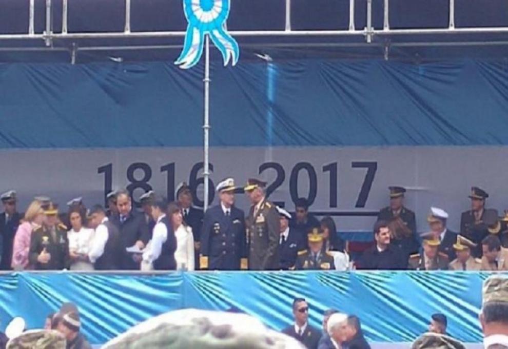 julio-martinez-fue-una-metida-de-pata-incluir-una-bandera-con-la-inscripcin-1816-2017-2017-05-28