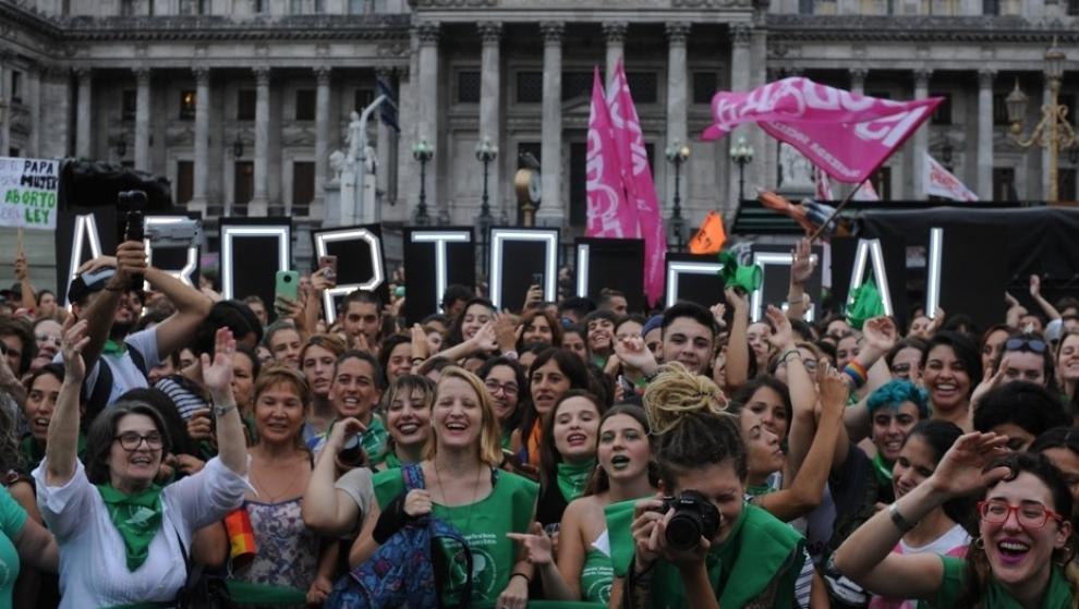 macri-rene-a-sus-legisladores-en-medio-del-debate-por-el-aborto-2018-02-26