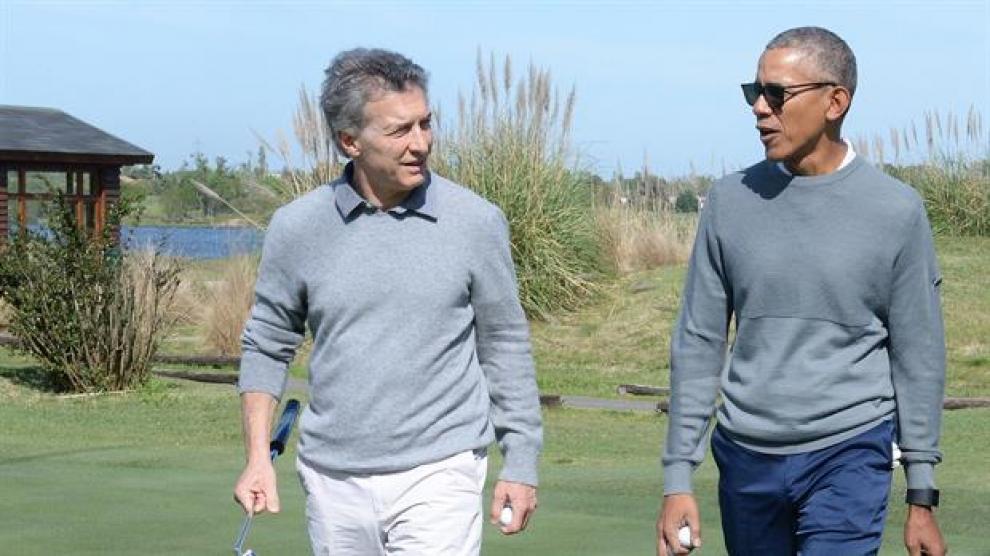 mauricio-macri-se-mostr-distendido-jugando-al-golf-con-barack-obama-2017-10-07