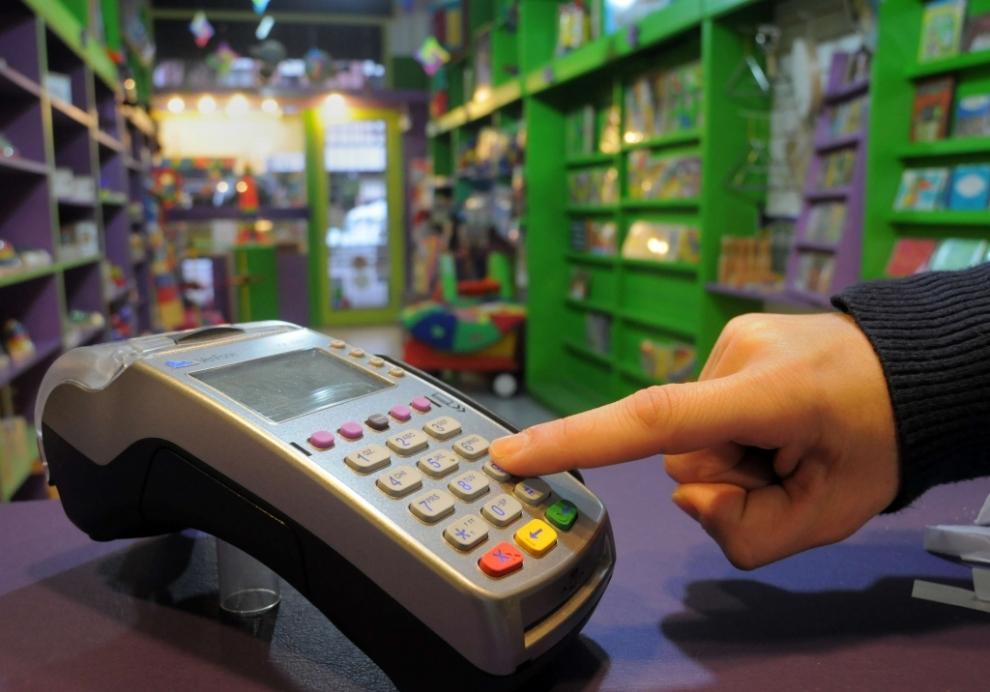 monotributistas-y-profesionales-debern-aceptar-tarjetas-de-debito-2017-02-23