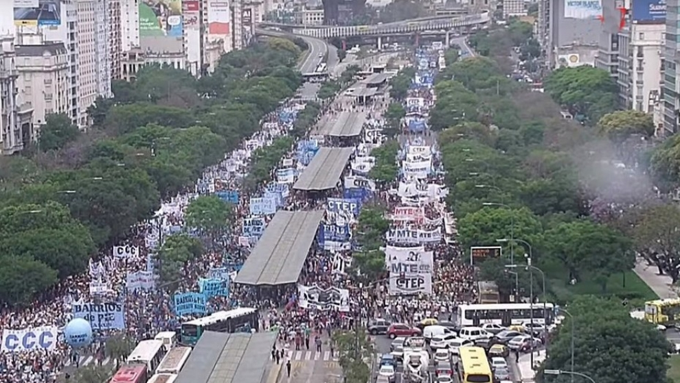 piqueteros-marchan-por-la-9-de-julio-y-el-centro-es-un-caos-de-trnsito-2017-12-13